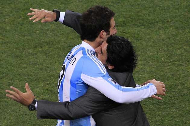 Higuain-Juve, sconto di 4 milioni. Cori contro De Laurentiis e Pipita