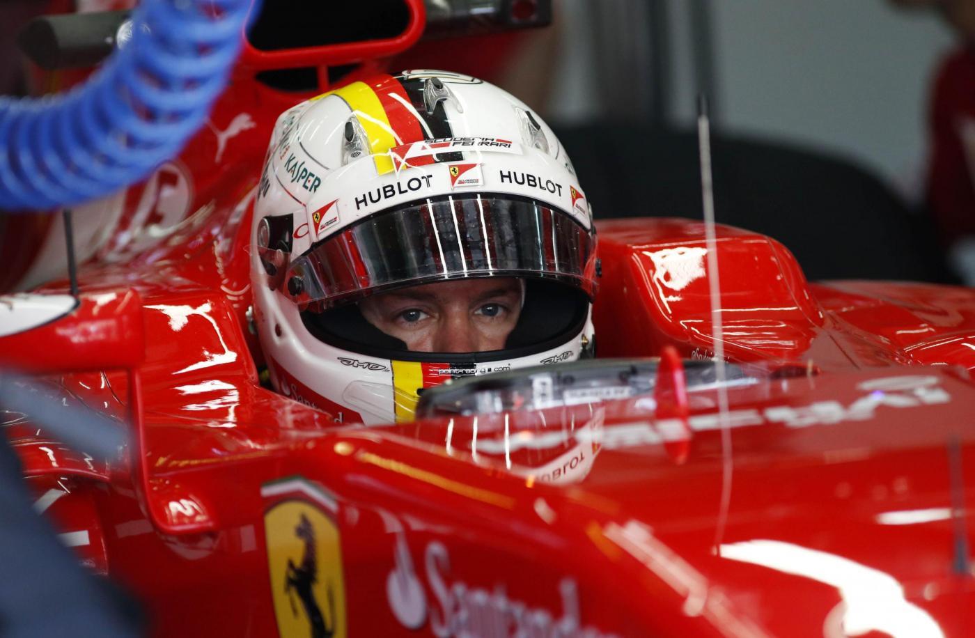 Circuito Ungheria : F1 gp ungheria il pilota della ferrari sebastian vettel presenta il
