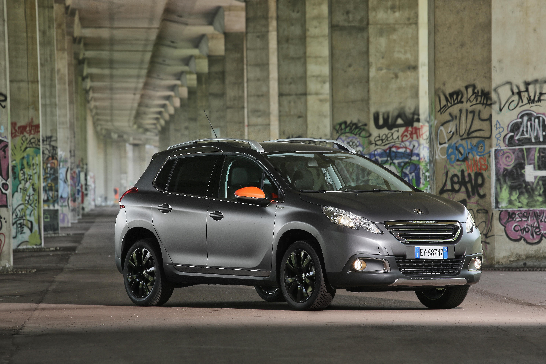 Peugeot 2008 black matt il lato dark del leone foto - Vetri oscurati casa ...