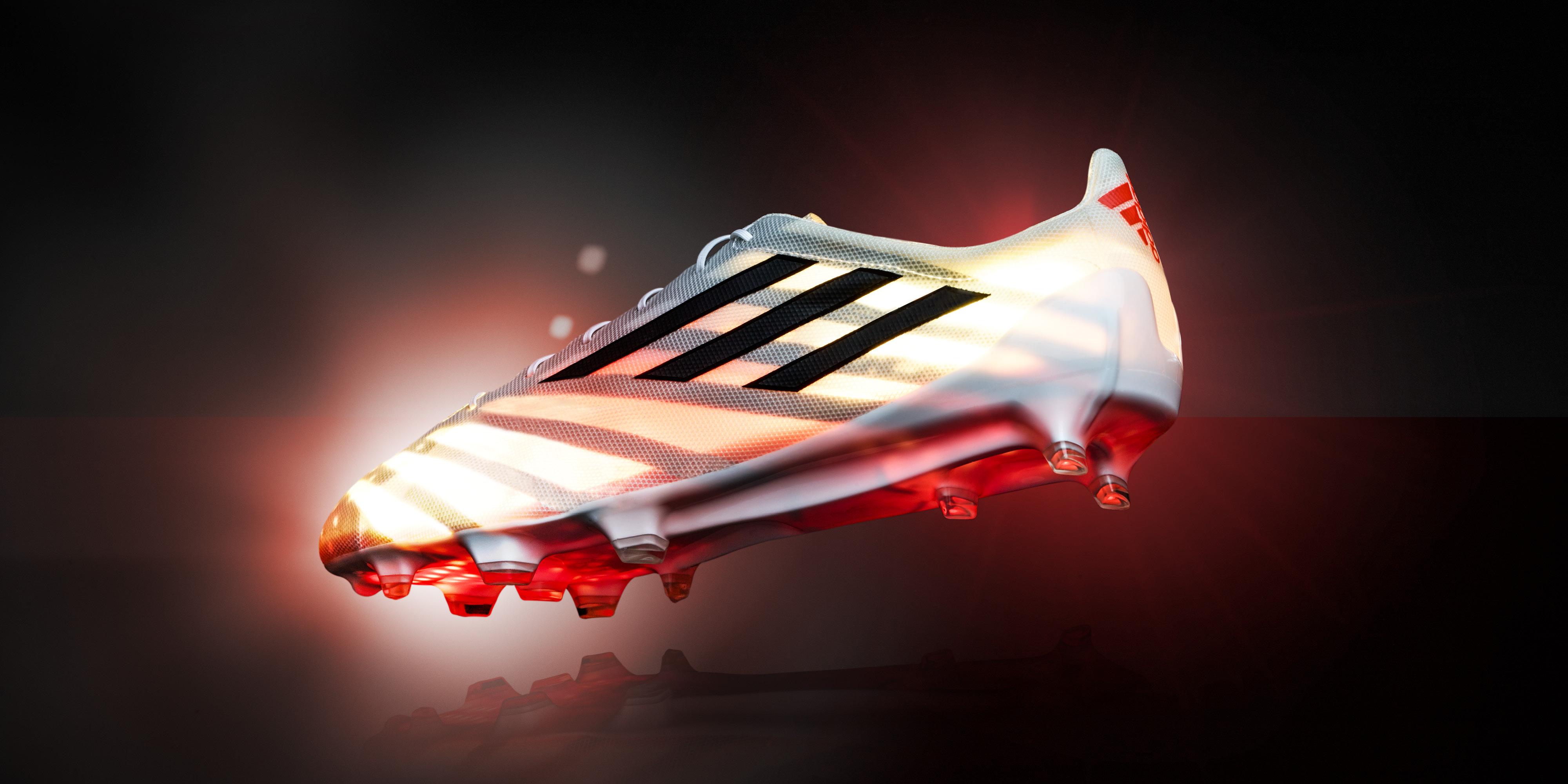 La scarpa da calcio più leggera di sempre: Adidas lancia la