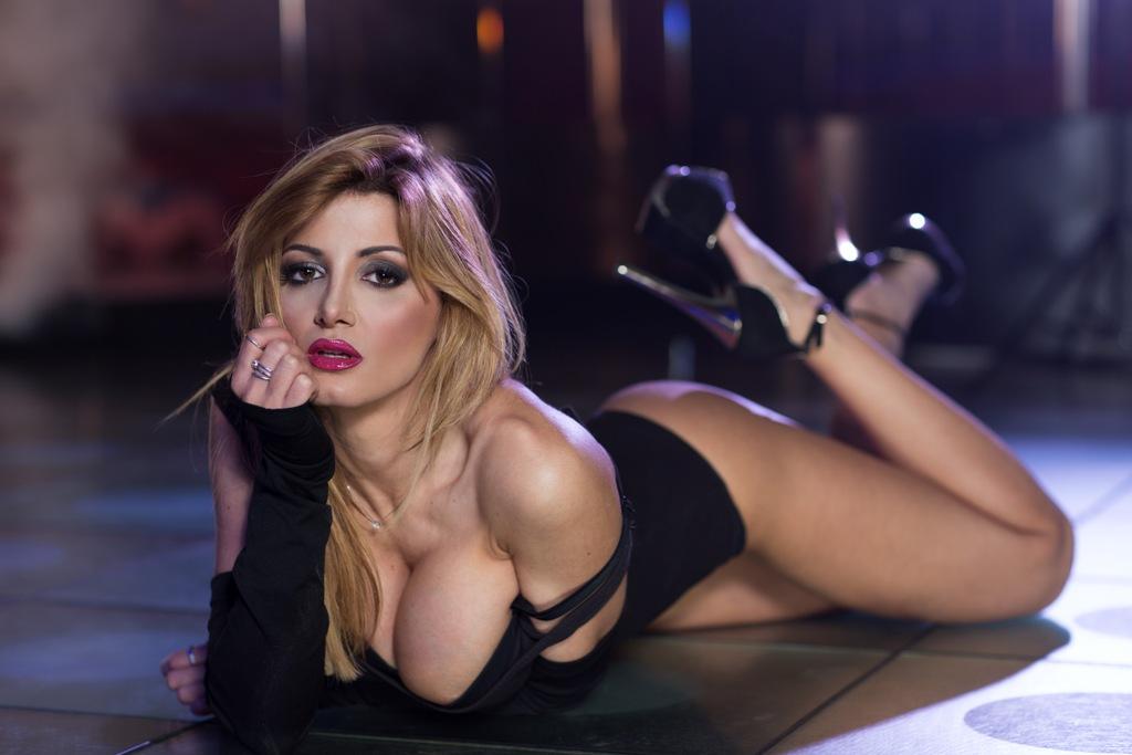 Rosy maggiulli 39 esce allo scoperto 39 metto all asta il mio corpo per salvare il parma foto e - Elena grimaldi diva futura ...
