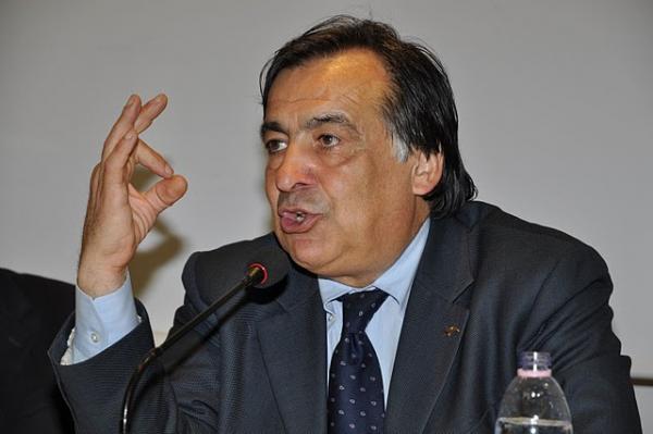Leoluca Orlando striscione