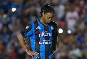 """Ronaldinho, la lettera d'addio al calcio: """"vi racconto la mia storia"""""""