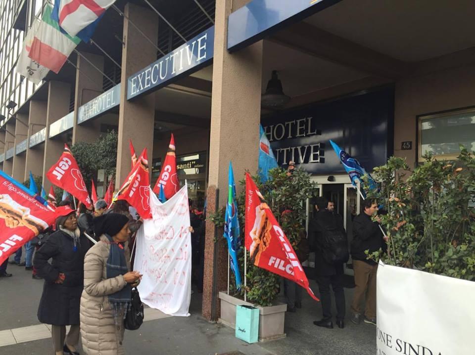 Protesta all 39 ata hotel di milano manifestazione contro for Ata hotel milano