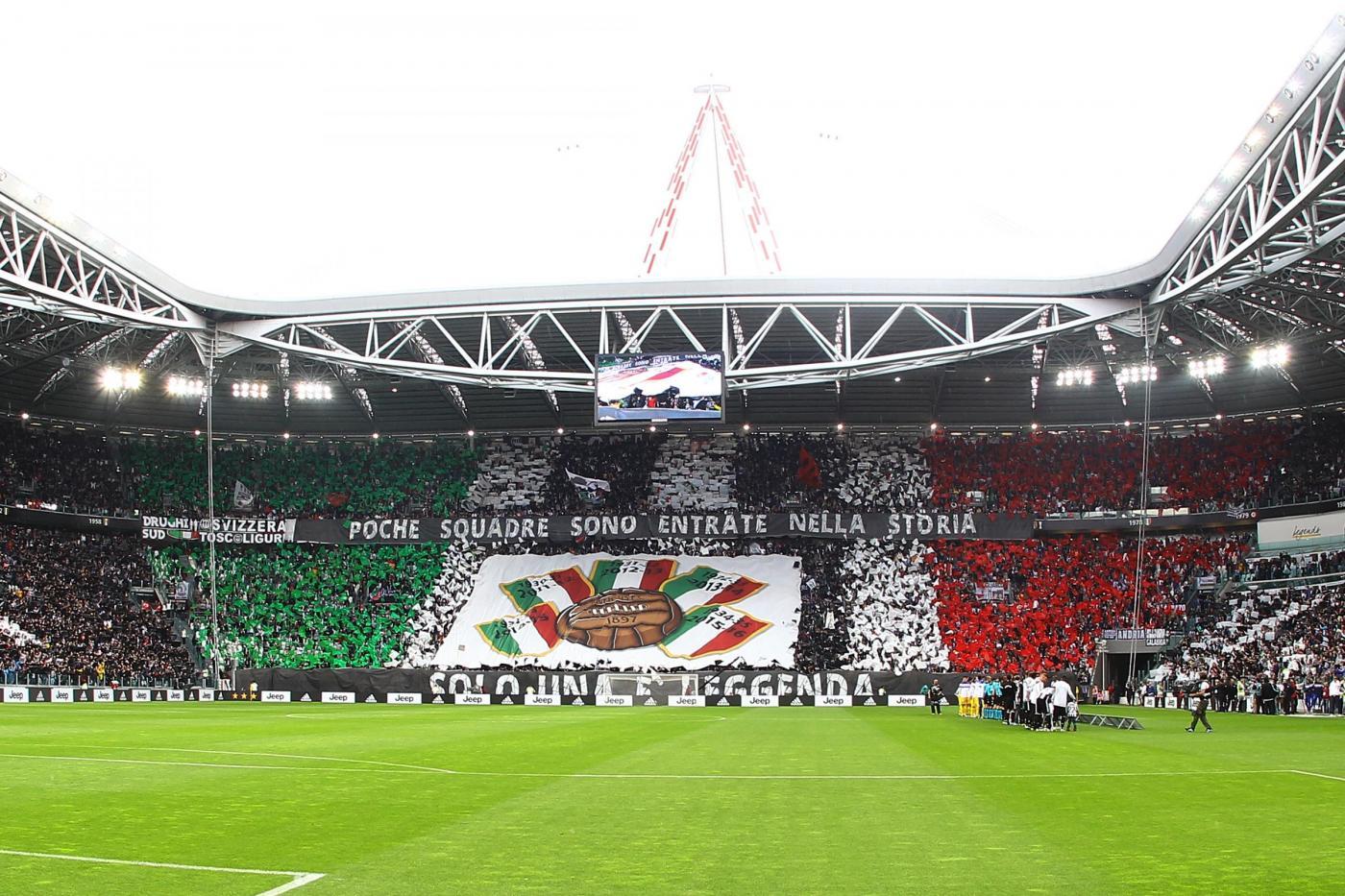 Juve Roma Striscione A Vinovo Degli Ultras Bianconeri