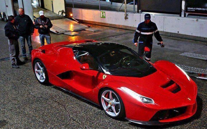 1- CRISTIANO RONALDO (Ferrari 2014: 2.2 MILIONI DI EURO)