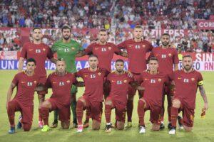"""De Rossi, lodi e frecciate alla Juve: """"grosse macchie sulle vittorie passate"""" e sul futuro da allenatore…"""