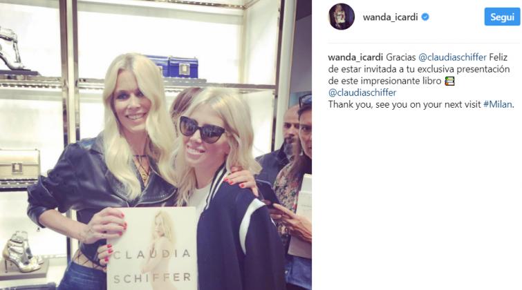 Wanda Nara regala la maglia di Icardi a Claudia Schiffer: la reazione della modella è incredibile