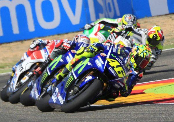 MotoGp Australia, Marquez scappa: male Dovizioso, che spettacolo Valentino Rossi