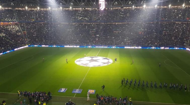 Coreografia Juventus Barcellona, gioco di luci da brividi all'Allianz Stadium [FOTO]