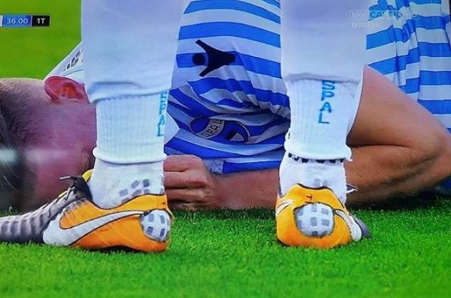 Spal Fiorentina, le scarpe con il 'buco': la FOTO che ha scatenato i fan