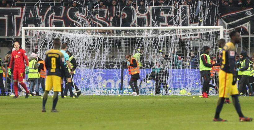 "Bundesliga, protesta dei tifosi dell'Eintracht: ""no alle par"