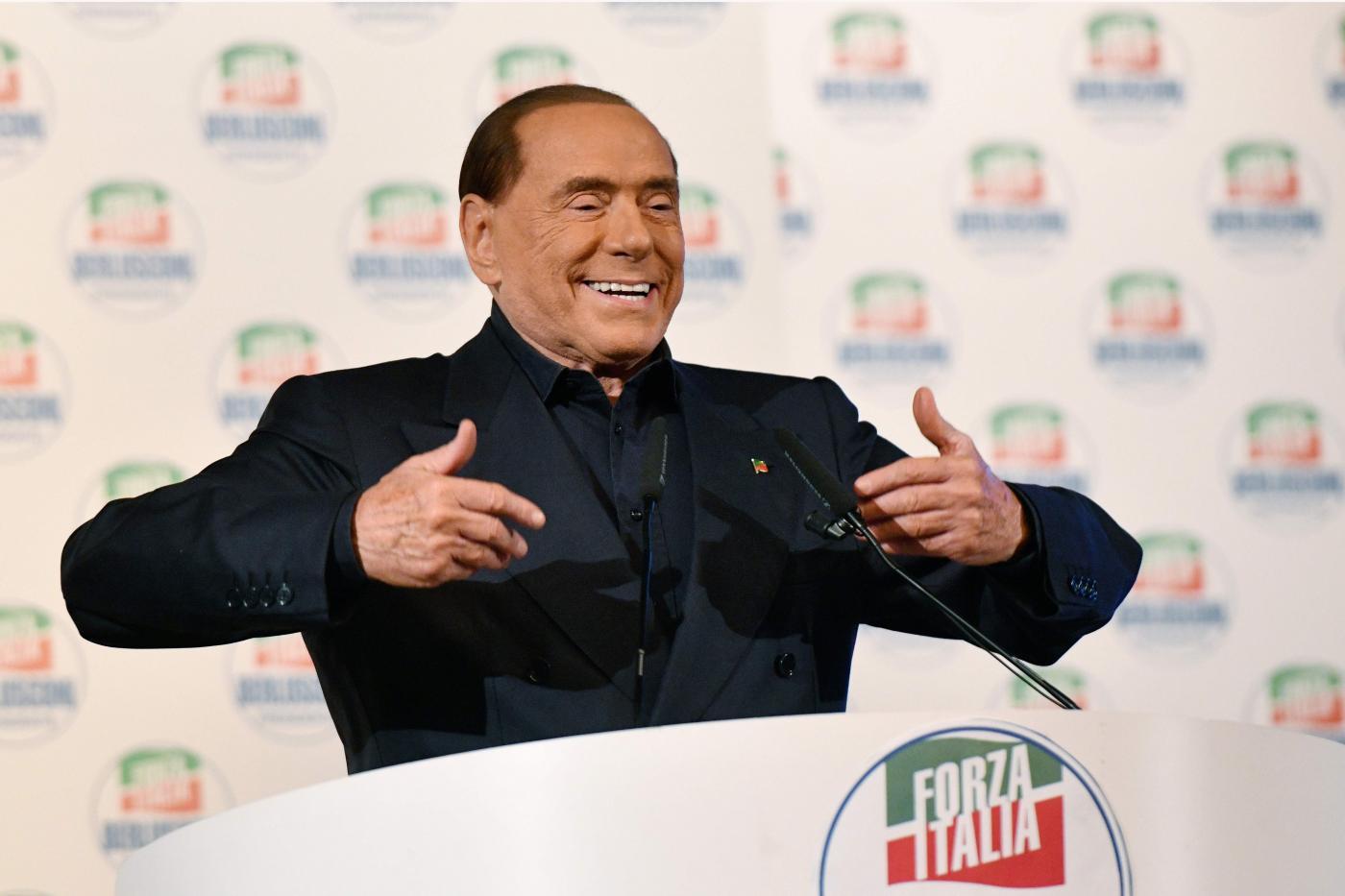 Berlusconi ed il flop di forza italia colpa del milan for Onorevoli di forza italia