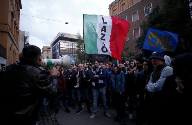 """Lazio, protesta dei tifosi in FIGC: """"O rispetto o guerra!"""" ["""