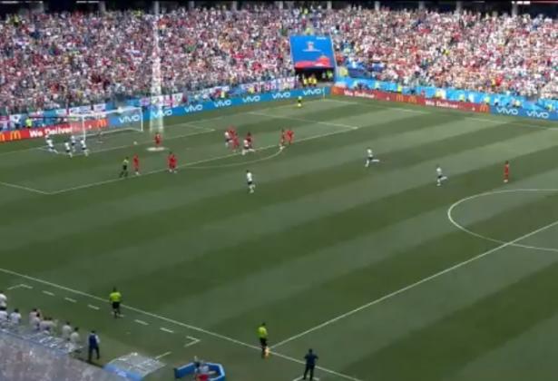 Incredibile Panama, prova a fare gol mentre l'Inghilterra festeggia [FOTO]