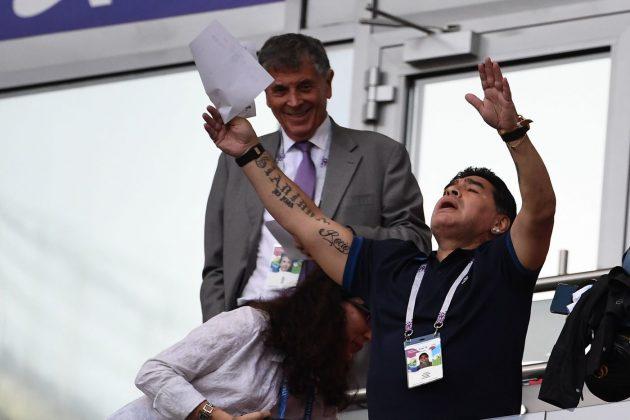 ... con la maglia del Napoli. 1 12. Diego Armando Maradona. AFP LaPresse 340c969035a4f