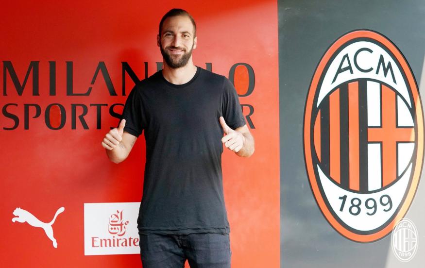 Foto Twitter ufficiale Milan