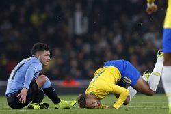 Brasile Uruguay, fallaccio di Cavani su Neymar [VIDEO]