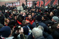 Stretta di mano Salvini capo ultrà: Toninelli condanna il ge