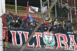 Crotone Cosenza, delirio allo stadio per Maxi Lopez