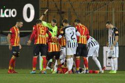 Lecce Ascoli, standing ovation per Scavone