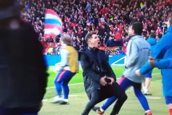 Atletico Juventus, gestaccio di Simeone dopo il gol di Gimen