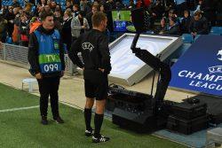 Francia, rubata l'identità all'arbitro Turpin per coprire af