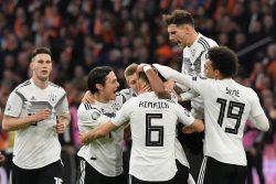 Olanda Germania è uno spettacolo: un tempo a testa, poi il f