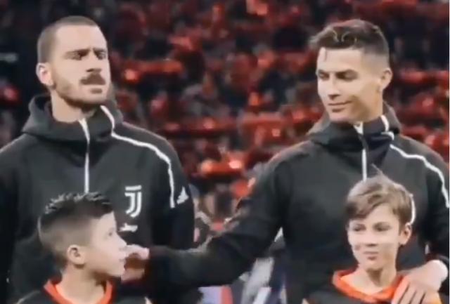 gesto Ronaldobambino
