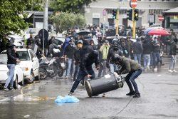 Disordini tifosi Lazio-Polizia    tutte le foto degli scontri    cinque gli arrestati