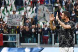Juventus, la curva saluta Allegri e Barzagli. Applausi per Buffon e striscione per De Rossi [FOTO]