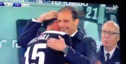 Barzagli esce e con Allegri finisce in lacrime: tributo gran
