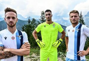Lazio, presentata la squadra e svelata la maglia da trasfert