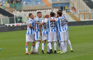 """Razzismo, il Pescara 'licenzia' un tifoso: """"non sei più dei"""