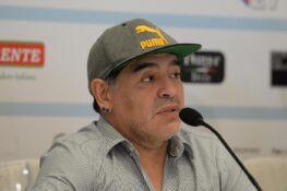 I tifosi del Gimnasia ed il club convincono Maradona: l'ex P