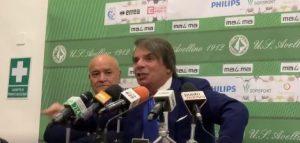 """E' già Capuano show, il tecnico si altera: """"Uscite il video dove canto 'chi non salta è di Avellino!"""" [VIDEO]"""