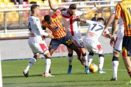 Il Genoa scappa, il Lecce lo riprende: lo scontro salvezza f