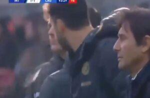 Calciatore dell'Inter sputa verso il quarto uomo: rischia la
