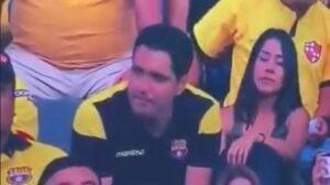 Chi di bacio tradisce di bacio perisce, il tifoso ecuadorian