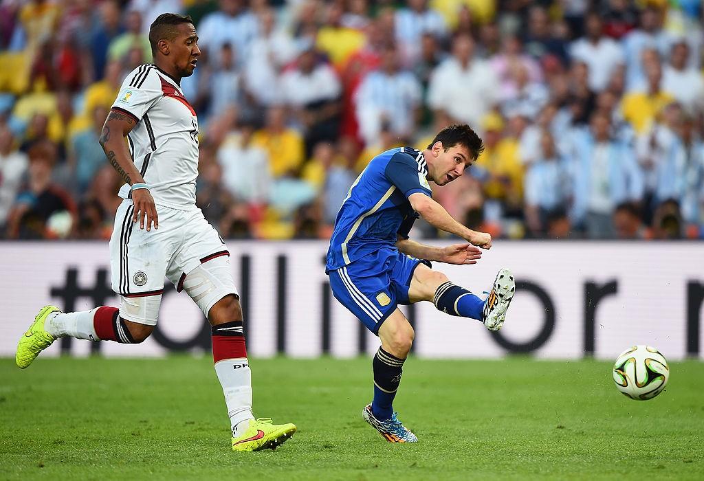 Cinque anni dalla finta di Messi, Boateng replica: