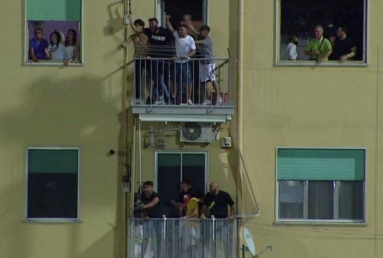tifosi balcone juve stabiatifosi balcone juve stabia