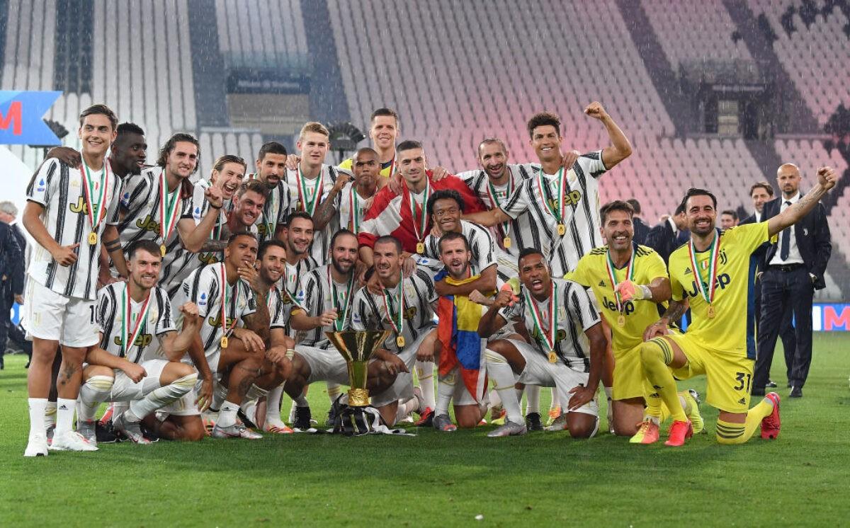 Premiazione Juventus, capitan Chiellini alza al cielo il nono ...