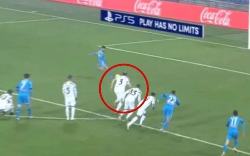 """Juventus Napoli: """"il rigore di Insigne era da ripetere"""", la richiesta del web [FOTO]"""