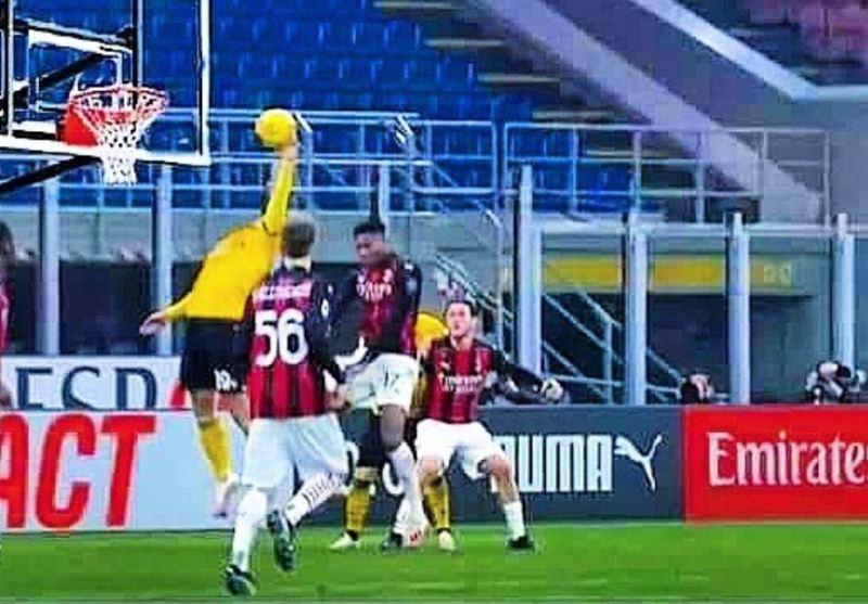 Udinese, la follia di Larsen contro il Milan: il web è senza pietà [FOTO]