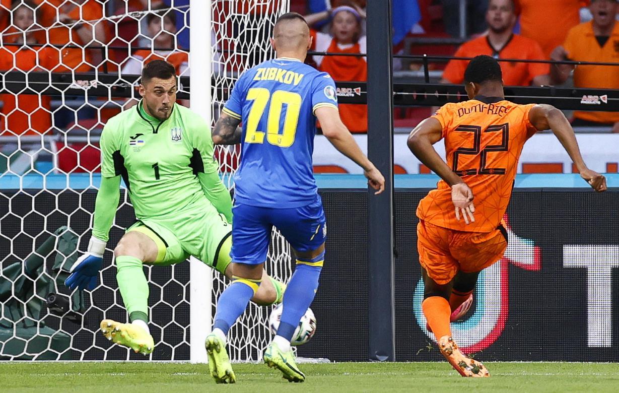 Gol, spettacolo ed emozioni: l'Olanda supera l'Ucraina con uno scoppiettante 3 2