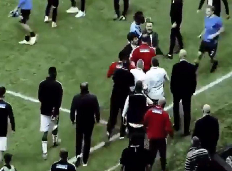 Balotelli è tornato: show in campo, poi sfotte l'allenatore del Besiktas e scatena la rissa [VIDEO]