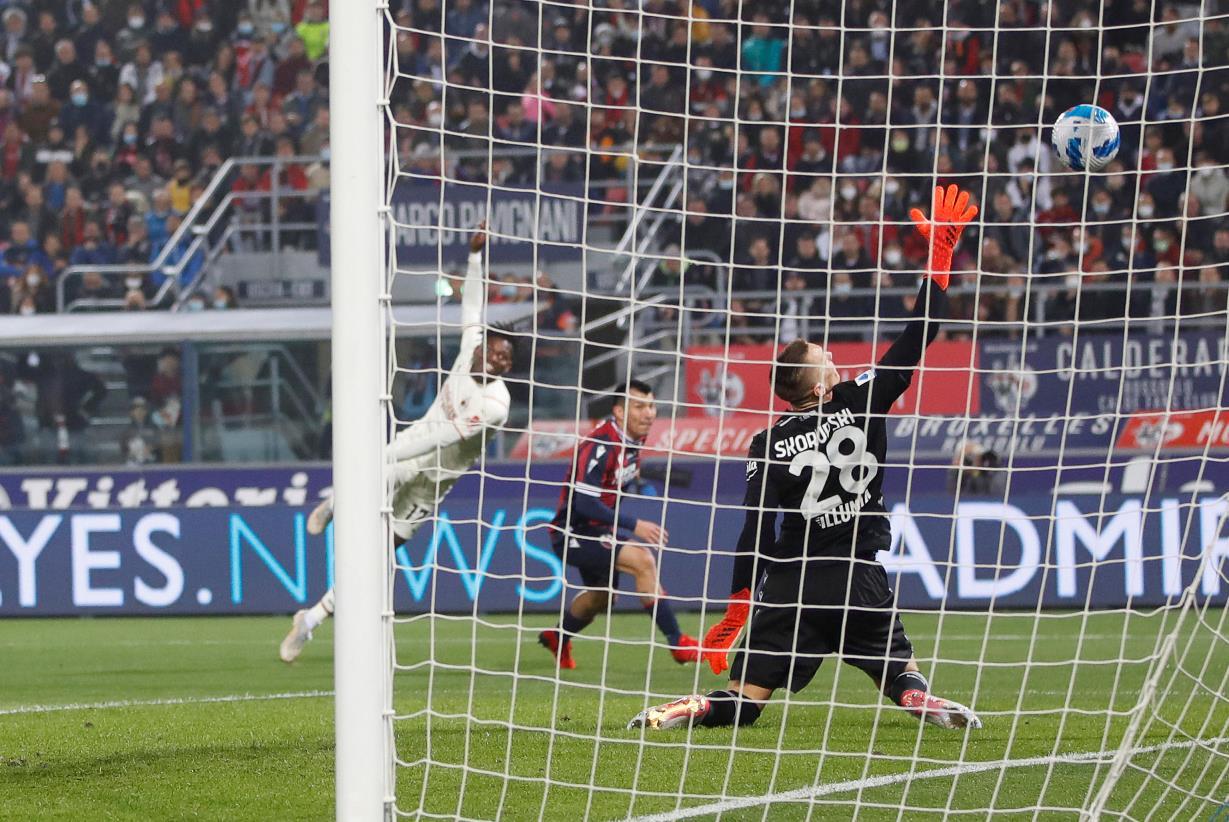 Milan corsaro a Bologna, la squadra di Mihajlovic (in 9 uomini) è commovente